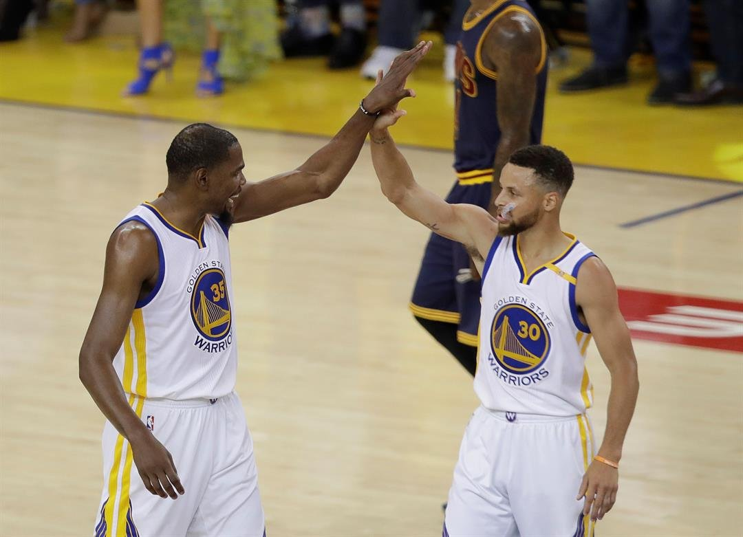 Advantage Golden State Warriors in NBA finals series against Cleveland Cavaliers