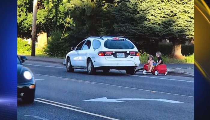 OR mother arrested after using auto to tow kids in plastic wagon