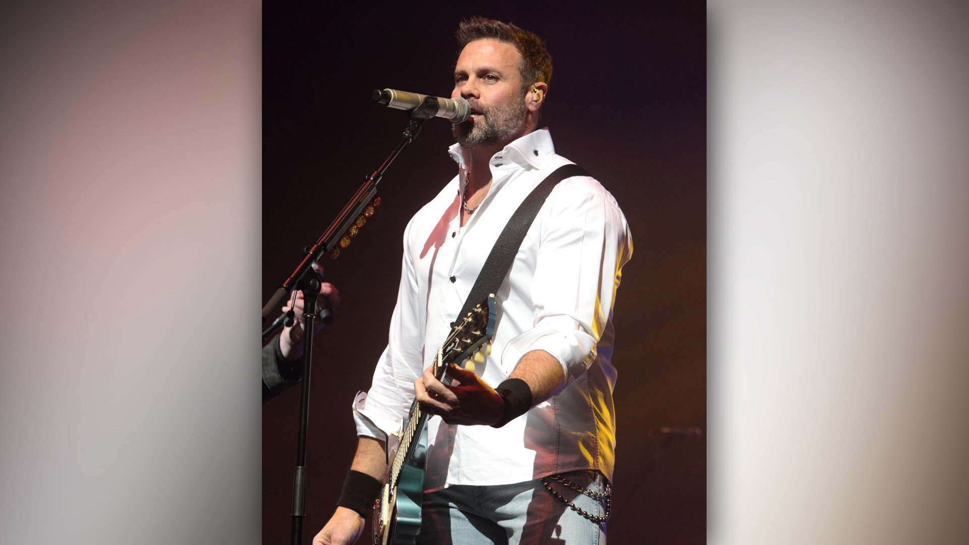 Singer Troy Gentry Dies in Helicopter Crash