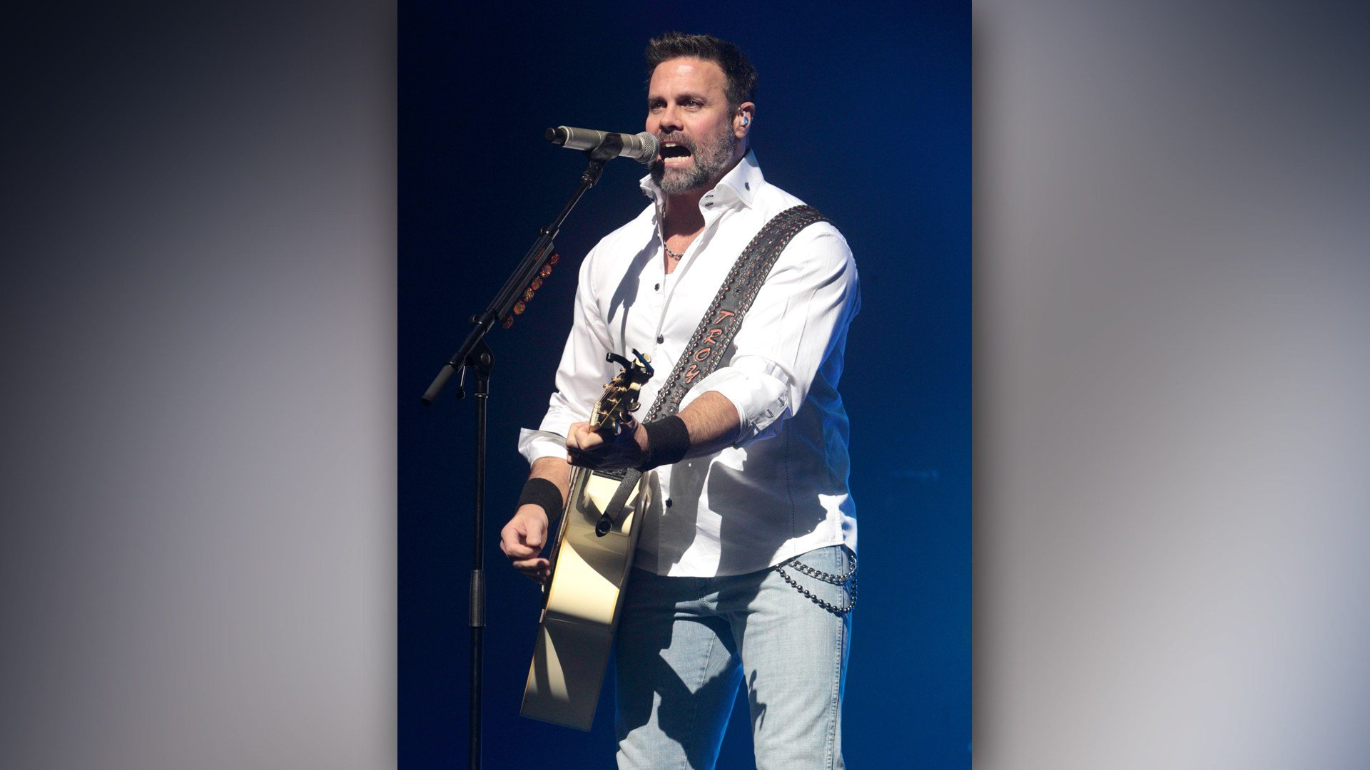 Popular Country Musician,Troy Gentry is dead