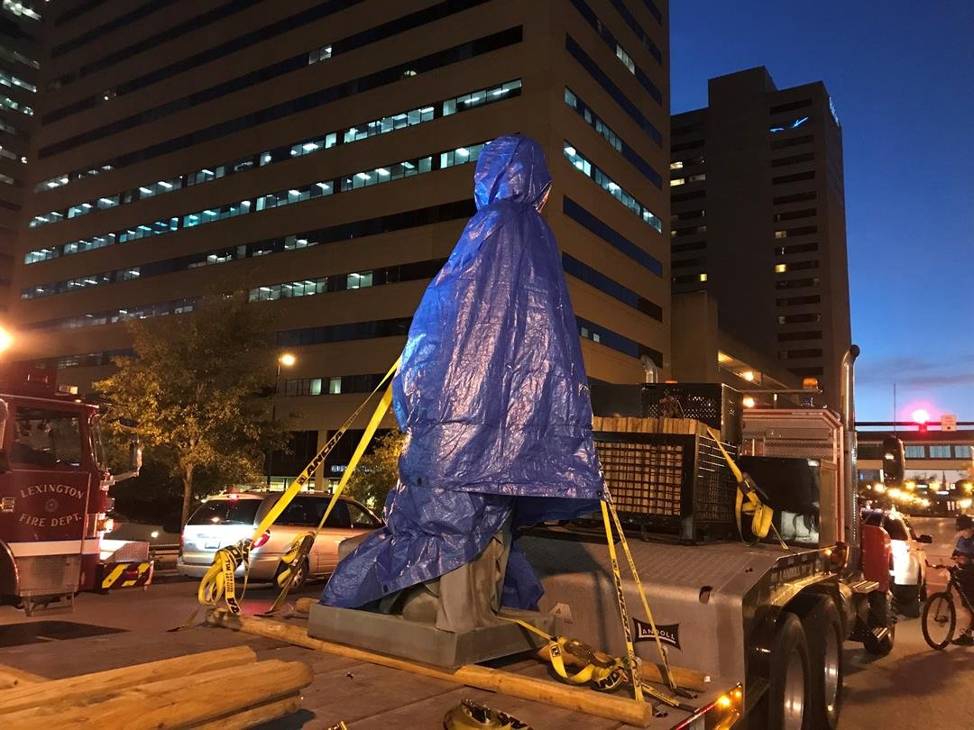 Lexington removes 2 Confederate statues from courthouse