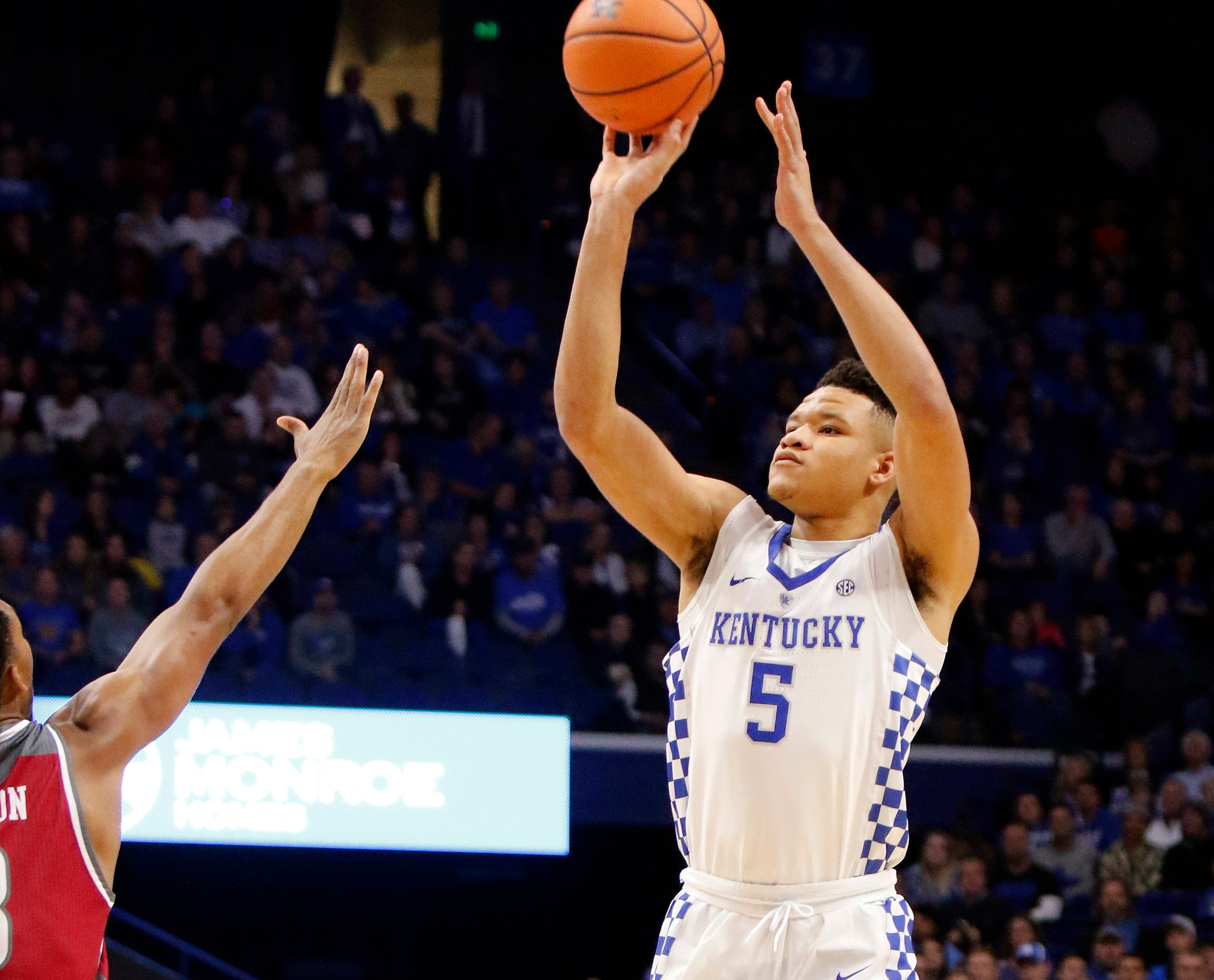 Vols take down no. 17 Kentucky, 76-65