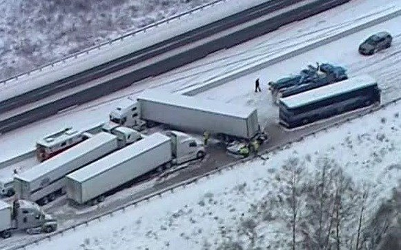 I-65 shut down for multiple commercial vehicle crash