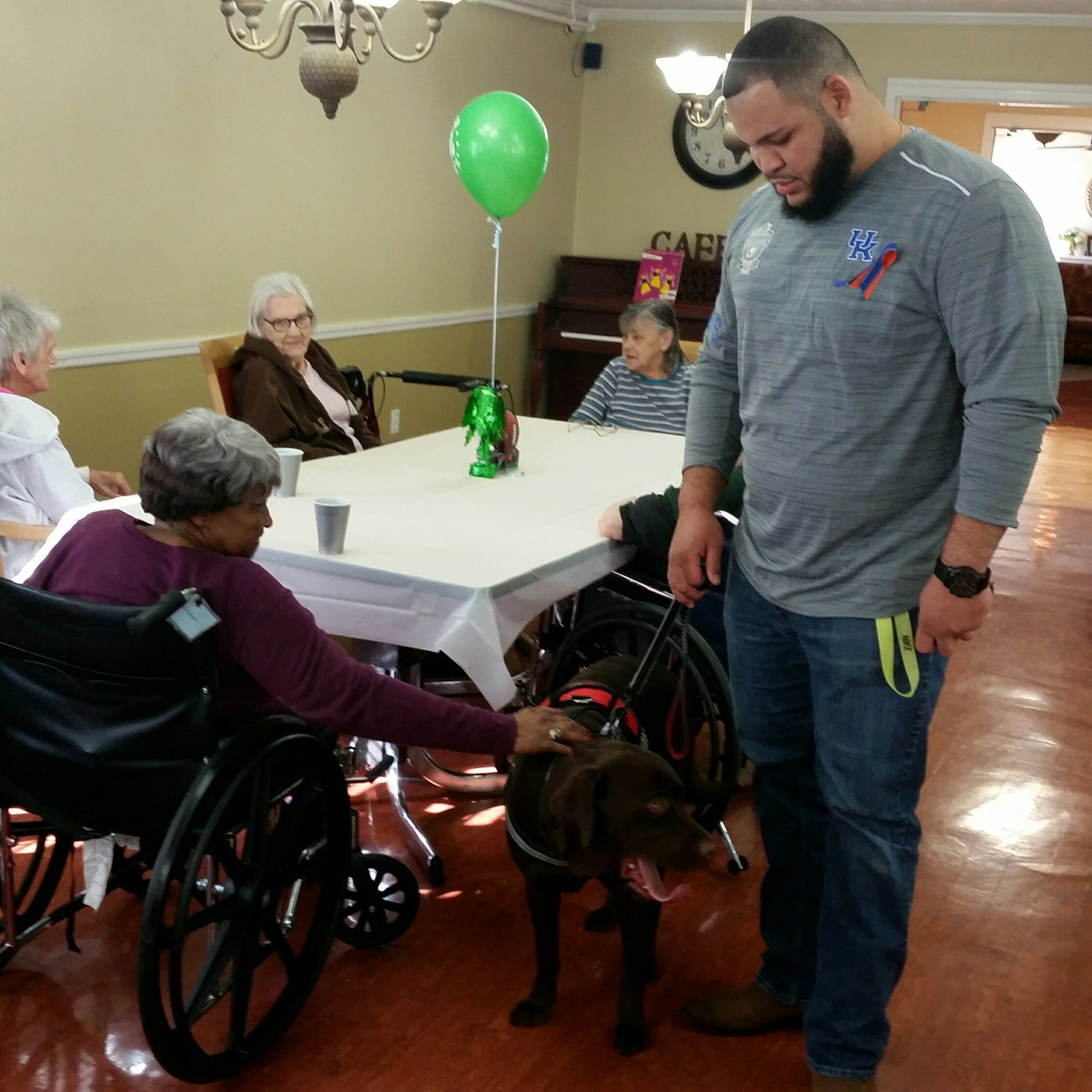 Former Kentucky defensive lineman enjoyed spending time with residents at Cambridge Place at their Super Bowl Party. (Larry Vaught Photo)