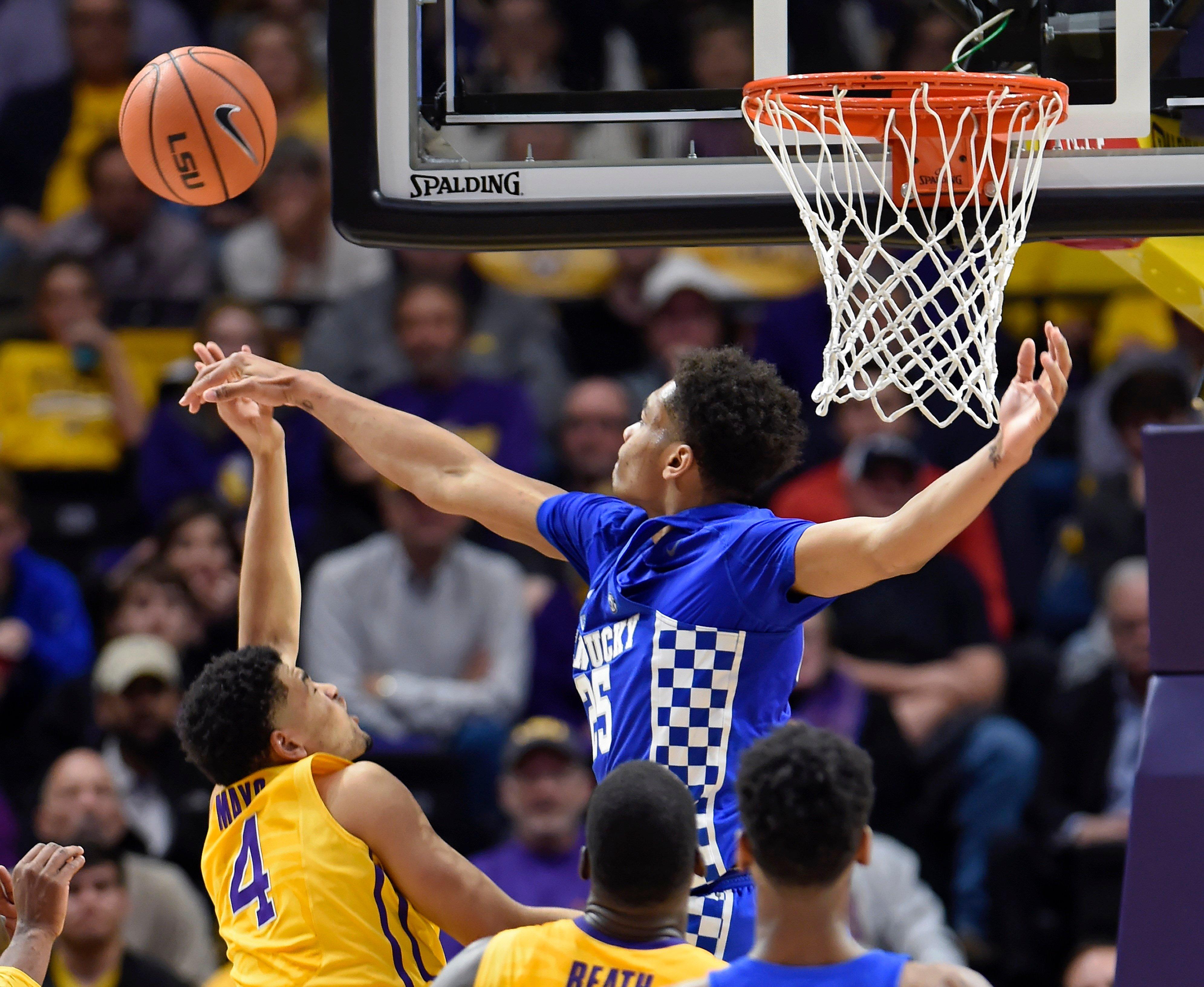 Morris scores 20-plus for 7th straight, Kentucky women win