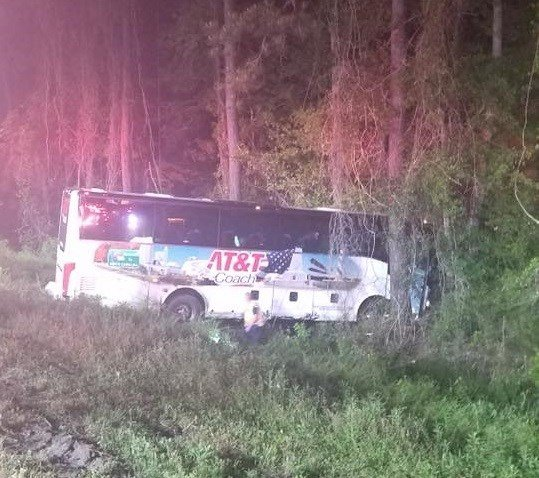 17 hurt in charter bus crash on I-95 in SC