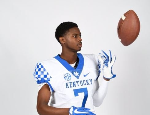 Demontae Crumes has both Kentucky and Louisville fans in his family but they are all happy he committed to UK.