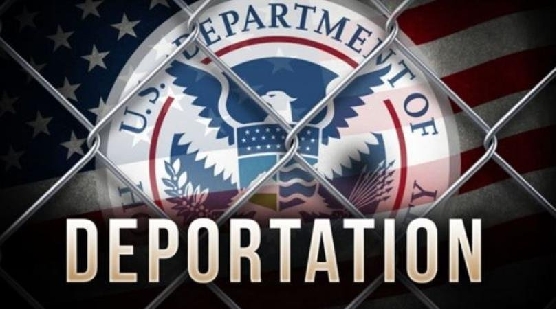 Judge orders government to turn around deportation plane